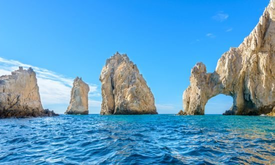 Large masses of rocks in the water of La Paz