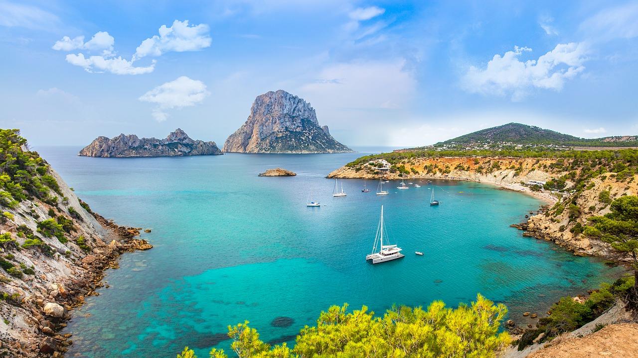 Découvrez la beauté des îles Baléares en monocoque - dream yacht charter