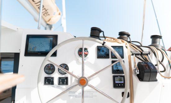 Yacht helm