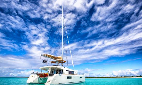 Yacht sailing Antigua